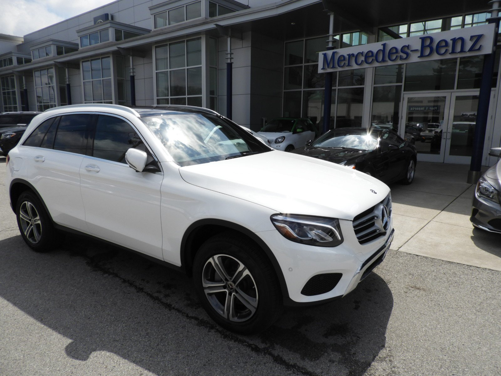 Pre owned 2018 mercedes benz glc glc 300 4matic suv sport for Mercedes benz 300 suv