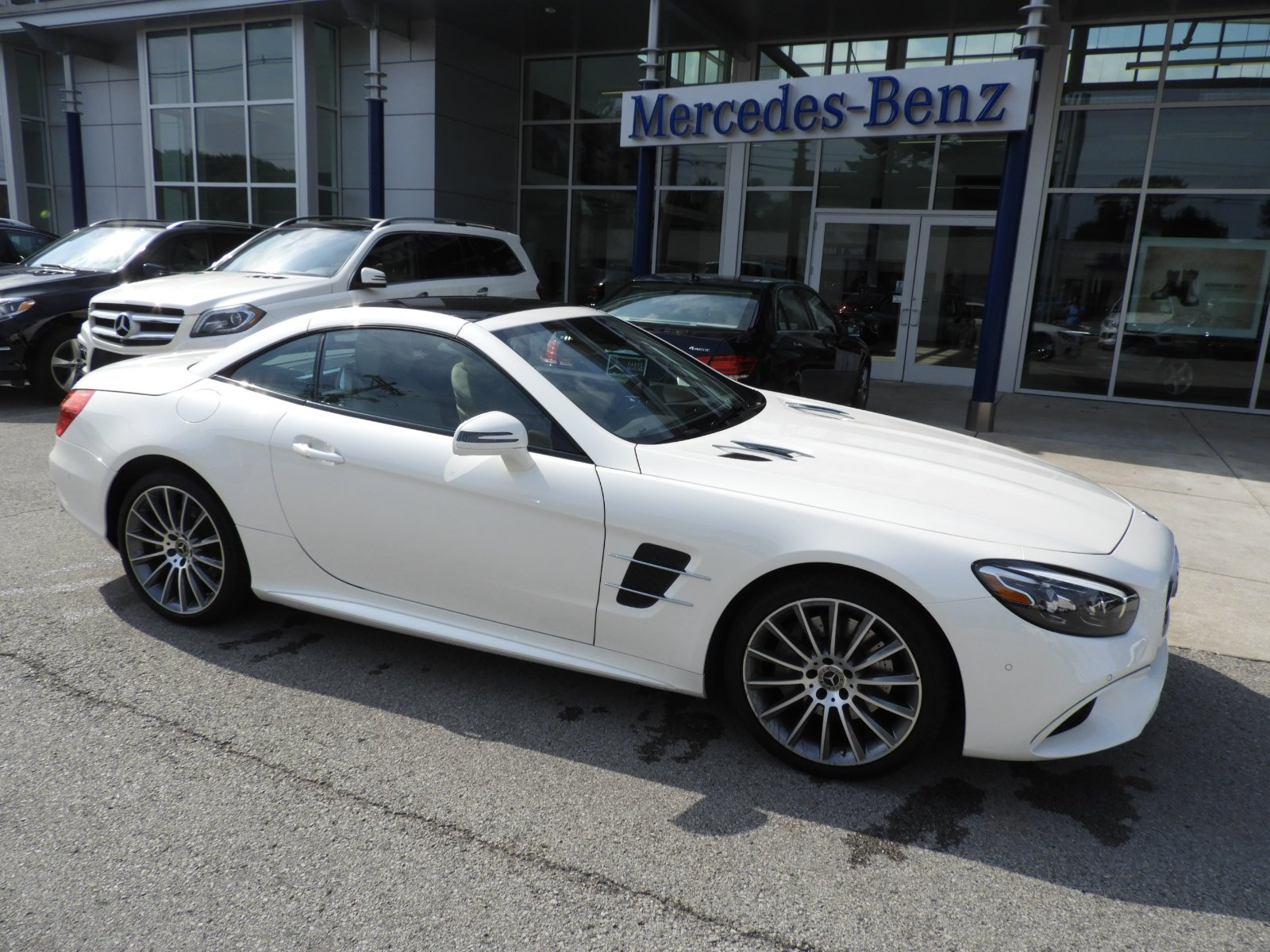 Pre Owned 2018 Mercedes Benz SL SL 550 Roadster Convertible in